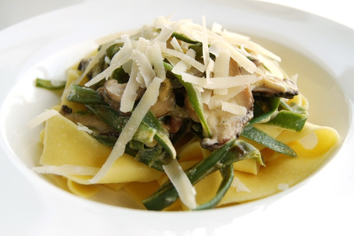 Egg Pasta with Green Beans and Mushrooms