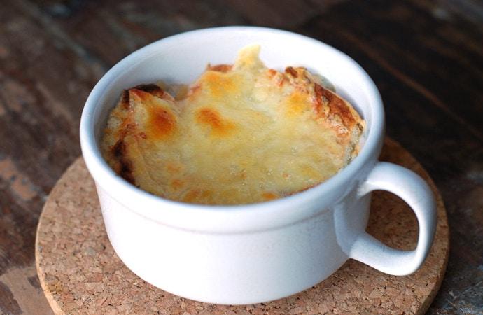 Alpine-style Onion Soup (Zuppa di Cipolle alla Valdostana)