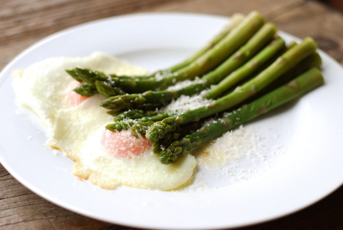 Asparagi alla Milanese – The Incredible Pairing of Asparagus and Eggs