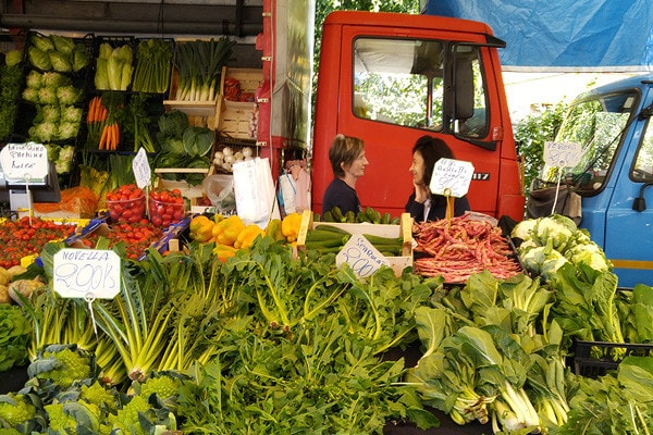 Il Mercato – The Tradition of the Italian Street Market